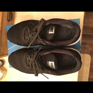 Nike Trainer 7 - black and metallic shoes USED